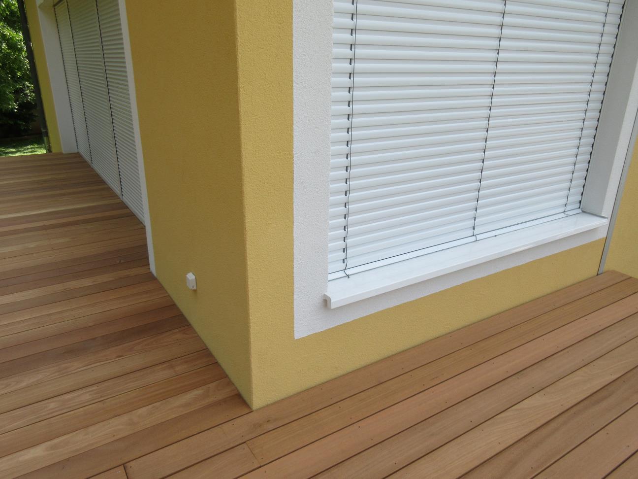 Détail de gestion d'angle de la terrasse bois avec la maison
