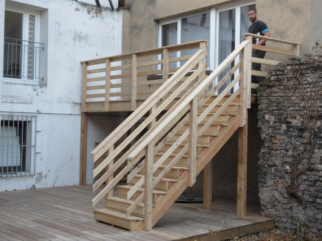 Détail du garde corps de la terrasse en bois