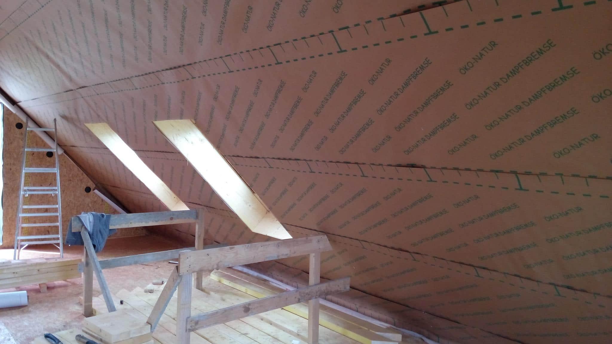 Pose du film d'étanchéité à l'air avant isolation en ouate de cellulose